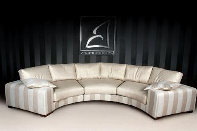Полукруглый угловой диван - фото