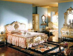 Мебельный гарнитур для спальни в стиле барокко