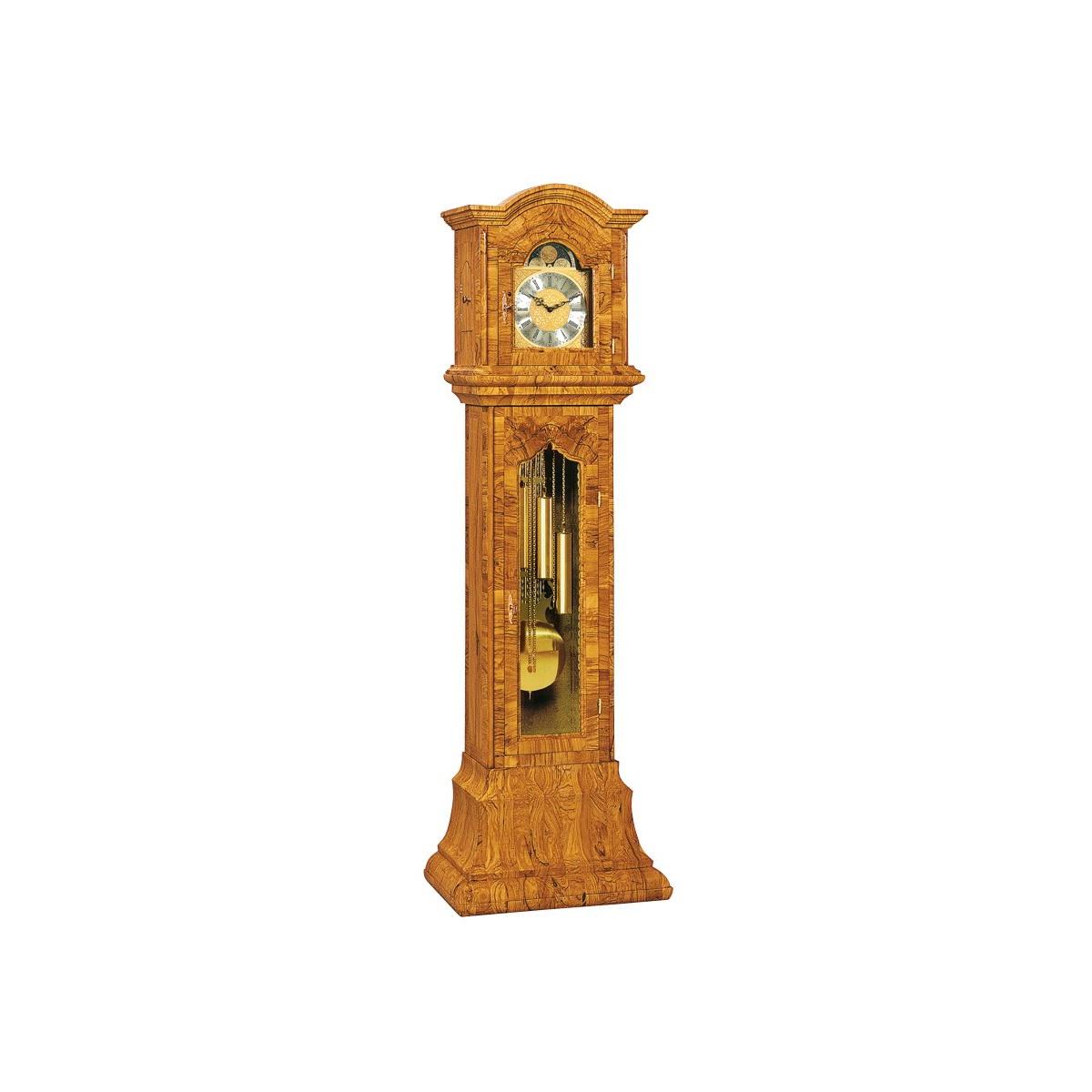 Для своих работ мастера используют древесину высокого качества, большинство элементов изготавливается вручную.